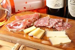 写真サラミハムチーズの盛り合わせ